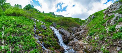 Foto auf AluDibond Grun Водопад в горах