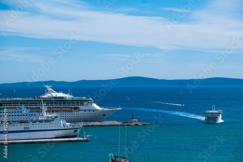 In de dag Mediterraans Europa Cruise ships, Split Croatia