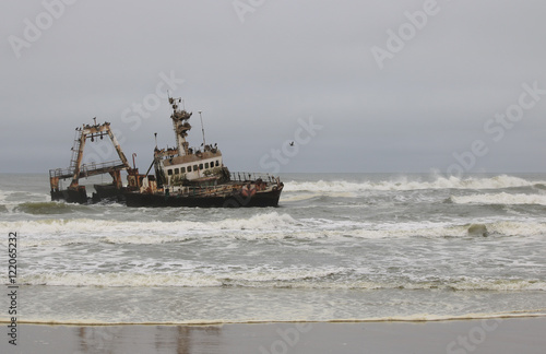 Spoed Foto op Canvas Schipbreuk Ship Wreck - Atlantic Coast - Namibia - Waves - Shore -