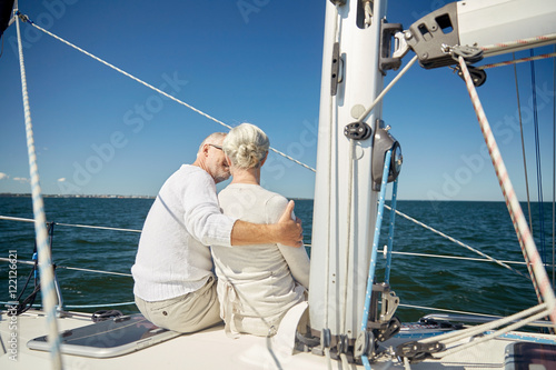 Poster Zeilen senior couple hugging on sail boat or yacht in sea
