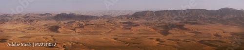 Fotografia Panoramic view of Mars-like Makhtesh Ramon crater in Negev desert, Israel