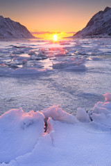 Obraz Frozen fjord in northern Norway in winter at sunrise