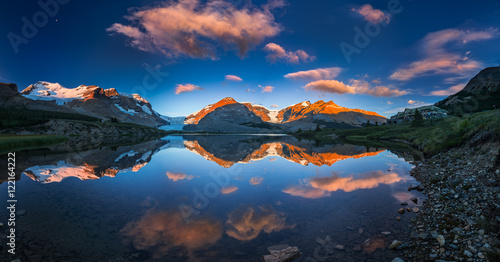 Valokuva  Morning colors at icefield center Jasper National Park of Canada