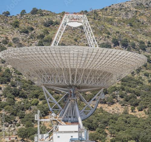 Deurstickers Nasa NASA Deep Space antenna wjich will send the signal to make Roset