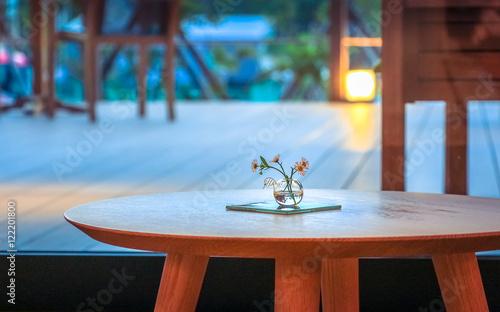 Photo  卓上の花と空間