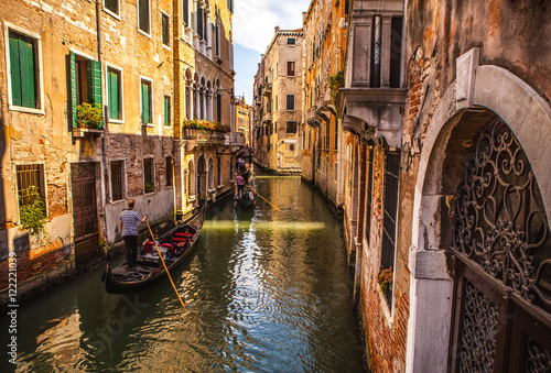 Foto op Plexiglas Venetie VENICE, ITALY - AUGUST 17, 2016: Traditional gondolas on narrow canal close-up on August 17, 2016 in Venice, Italy.