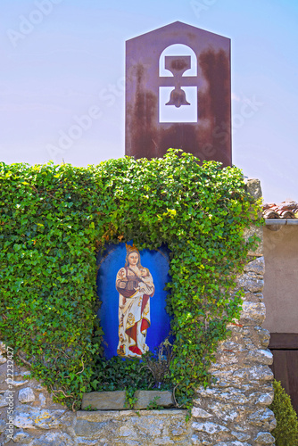 Fotografie, Obraz  santuario entrada a la iglesia catolica del far en girona cataluña españa