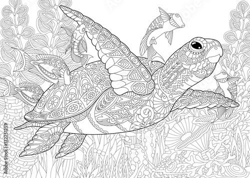 Fototapeta premium Stylizowana kompozycja żółwia (żółwia), tropikalnej ryby, podwodnych wodorostów i koralowców. Szkic odręczny dla dorosłych kolorowanki antystresowe z elementami doodle i zentangle.