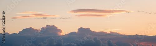 Türaufkleber UFO Lenticular cloud over a cumulonimbus at sunrise