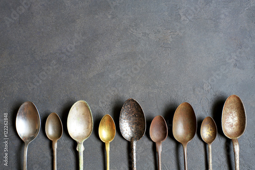 Poster Retro Old vintage spoons on the dark background