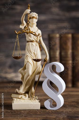 statua-damy-sprawiedliwosci-koncepcja-prawa-i-akapit