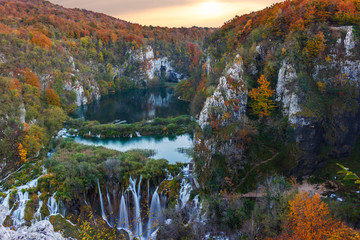 FototapetaAmazing waterfall and autumn colors in Plitvice Lakes
