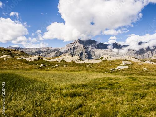 Poster Reflexion montagne e sentieri, rifugio Jervis, Ceresole Reale, Torino, Piemonte, Italia (Parco nazionale del Gran Paradiso)