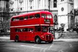 Londyński kultowy piętrowy autobus. - 122358644