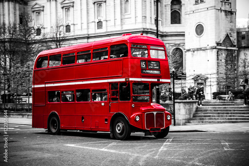 In de dag Londen rode bus London's iconic double decker bus.