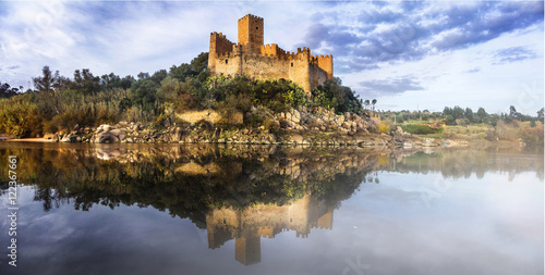 Almourol castle - reflection of history Billede på lærred