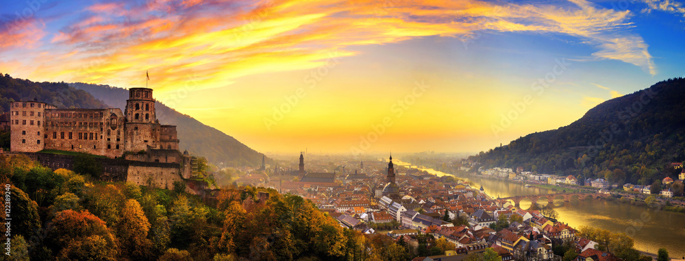 Fototapeta Heidelberg kurz nach Sonnenuntergang, Panorama mit warmen Farben