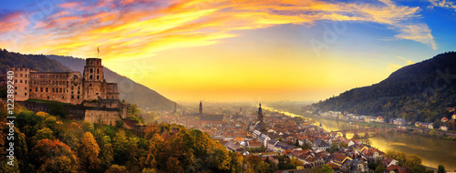 Obraz Heidelberg kurz nach Sonnenuntergang, Panorama mit warmen Farben - fototapety do salonu