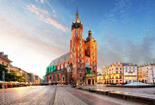 Edifice religieux Old city center view with Adam Mickiewicz monument and St. Mary'