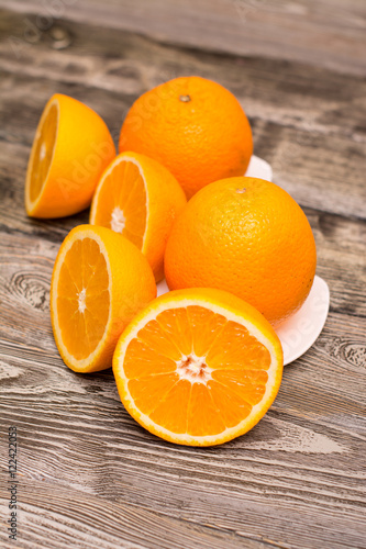 Poster Sap oranges fruit on wooden background