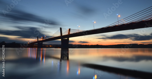 Malowniczy zachód słońca nad Wisłą pod Kwidzynem w Polsce