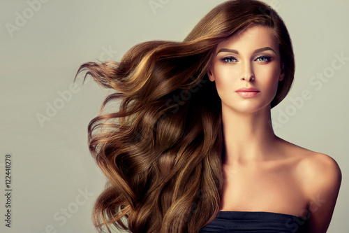 Obraz Beautiful model  girl with long wavy  and shiny  hair . Brunette woman  with curly hairstyle  - fototapety do salonu
