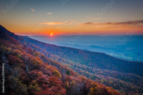 Obraz na plátně  Fall color and sunset over the Shenandoah Valley, from Little St