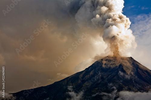 Fotografiet Tungurahua volcano eruption, Ecuador