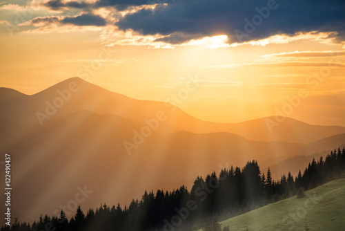 Montage in der Fensternische Gebirge Beautiful sunset in the mountains