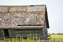 Old Abandoned Barn On The Canadian Prairie.  Pembina Valley, Manitoba, Canada.