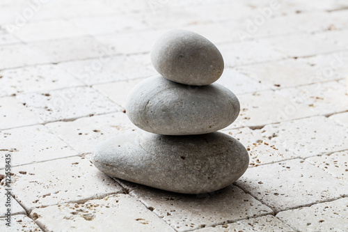 Photo sur Plexiglas Zen pierres a sable symbol of mindfulness, balance and meditation over limestone, copy space