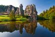 Leinwandbild Motiv Die Externsteine mit See vor dem Teutoburger Wald