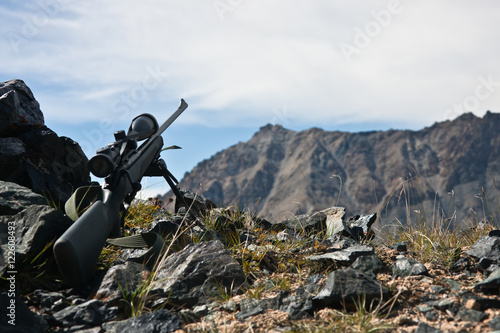 Photo sur Aluminium Chasse Hunting rifle with a telescopic sight, a bipod while hunting