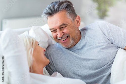 Deurstickers Ontspanning Senior couple lying in bed together