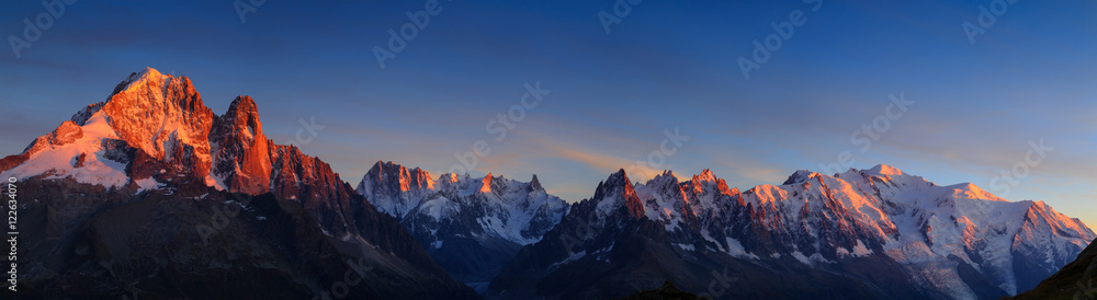Fototapety, obrazy: Panorama of the Alps near Chamonix, with Aiguille Verte, Les Drus, Auguille du Midi and Mont Blanc, during sunset.