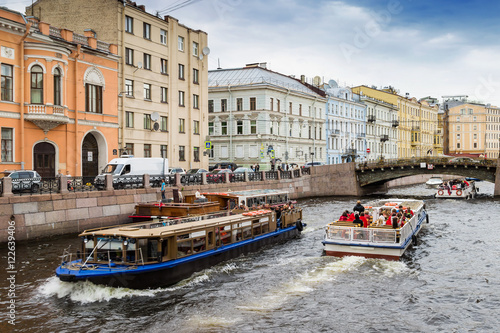 Foto op Canvas Europa Architecture along water canal in Saint Petersburg, Russia. View of pleasure boats sailing on Moyka river.