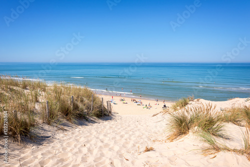 Foto The dune and the beach of Lacanau, atlantic ocean, France