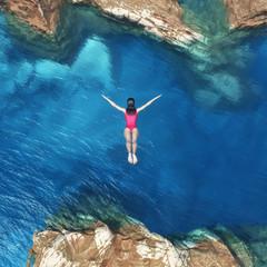 Fototapeta Rzeki i Jeziora Woman jumping off cliff