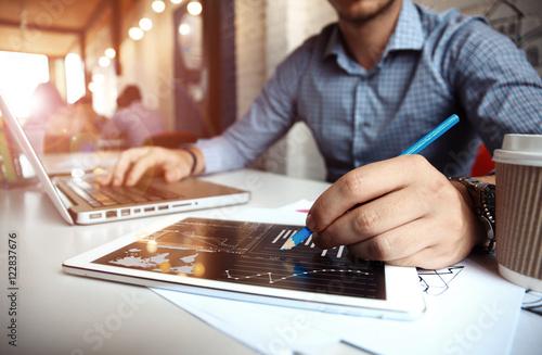 Fotografía  Business adviser analyzing financial figures denoting the progress in the work o