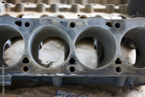 фотография  Ford Mustang V8 engine block without pistons