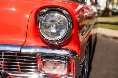 In de dag Vintage cars Part of a red old car with headlamp