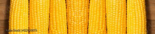 Fotografía  corn on the wooden background