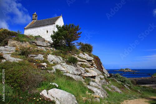 La pose en embrasure Bleu fonce Roscoff,chapelle Sainte Barbe