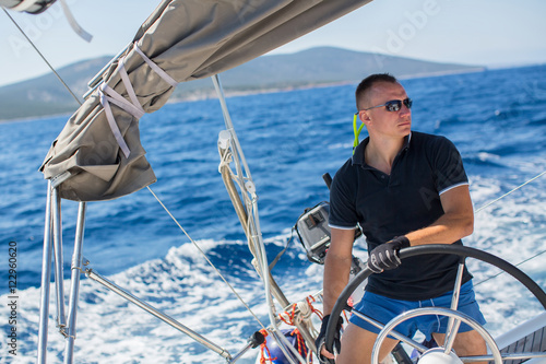 Fotografía Russian yachtsman during in the race, sailing the Aegean sea.