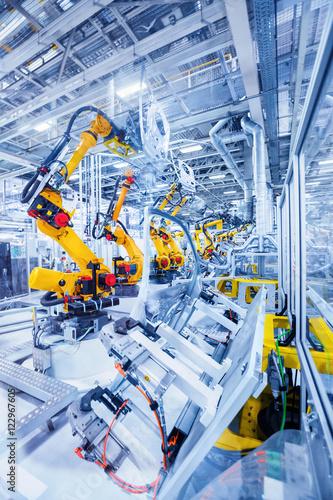Foto  robotic arms in a car plant