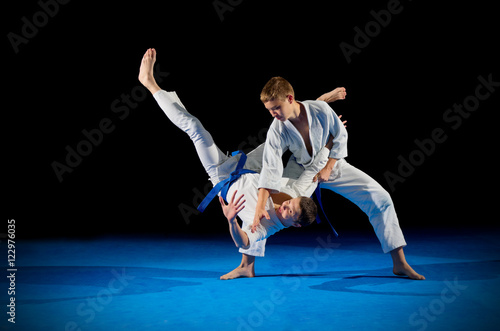 Printed kitchen splashbacks Martial arts Children martial arts fighters