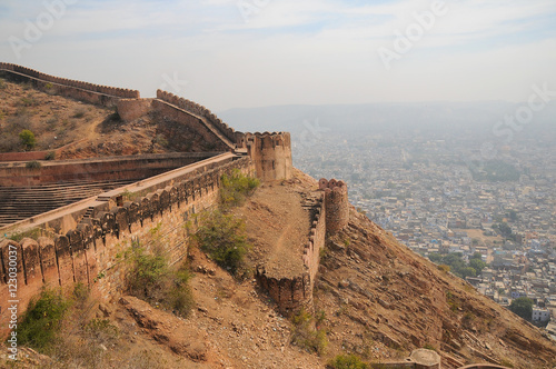 In de dag Vestingwerk Nahagarh Fort overlooking the pink city of Jaipur in the Indian state of Rajasthan