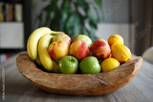 Foto op Aluminium Vruchten Wooden bowl filled with fresh fruit