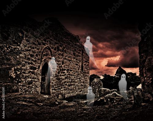 Keuken foto achterwand Begraafplaats Halloween ghosts in cemetery