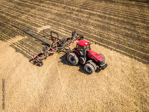 Foto  Tractor working in a field